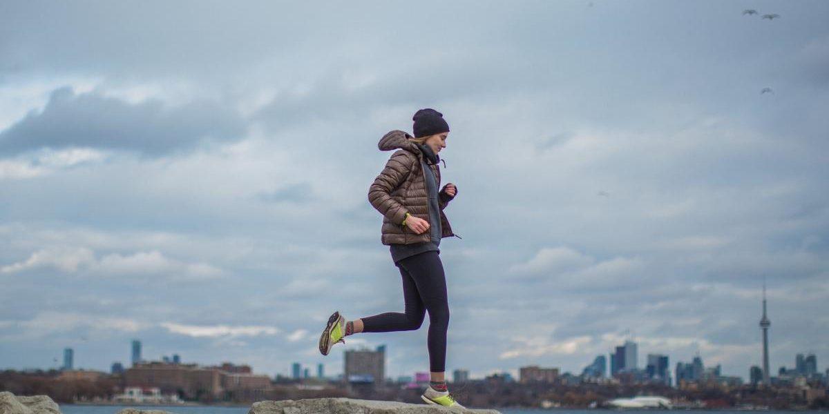 Fitnesskleidung für Laufsport im Winter
